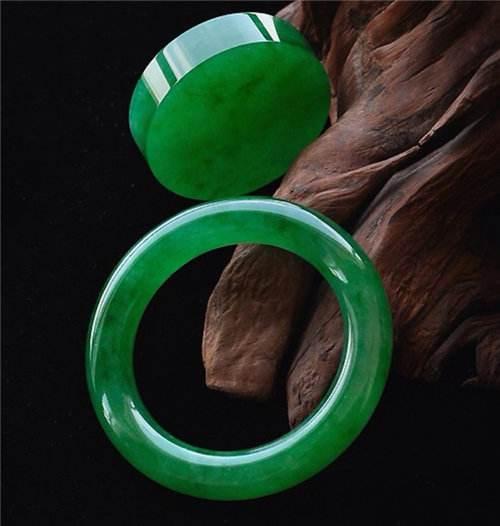 帝王绿的翡翠手镯为什么这么贵