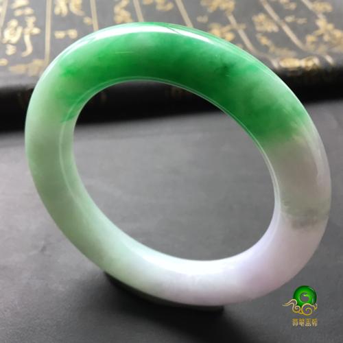 翡翠手镯圆条镯和扁条镯的特点