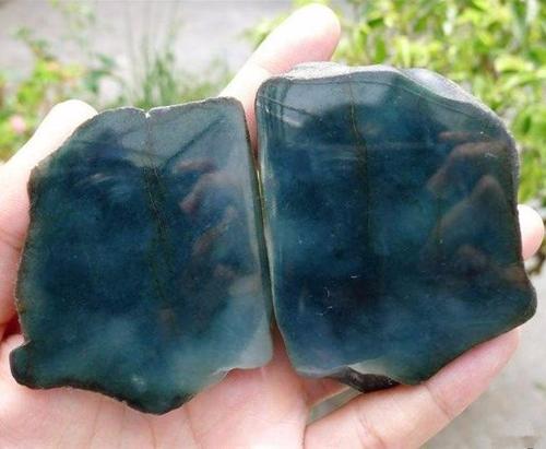 神秘的黑乌沙翡翠原石特点