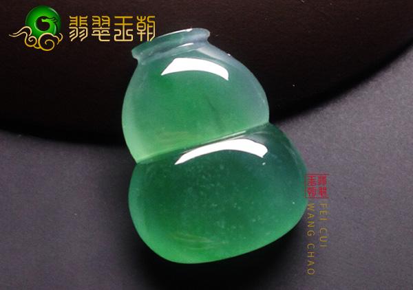 原石皮壳特征:会卡晴底冰种料方形葫芦翡翠戒指特征表现