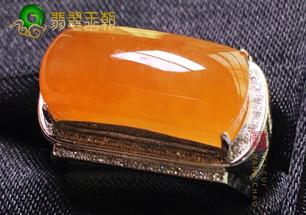 原石皮壳特征:会卡黄翡冰种翡翠戒指通透马鞍型特征表现