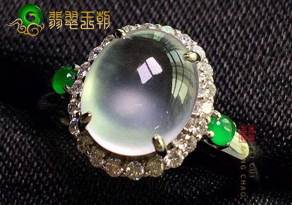 原石皮壳特征:会卡晴底冰种翡翠戒指大颗粒通透特征表现