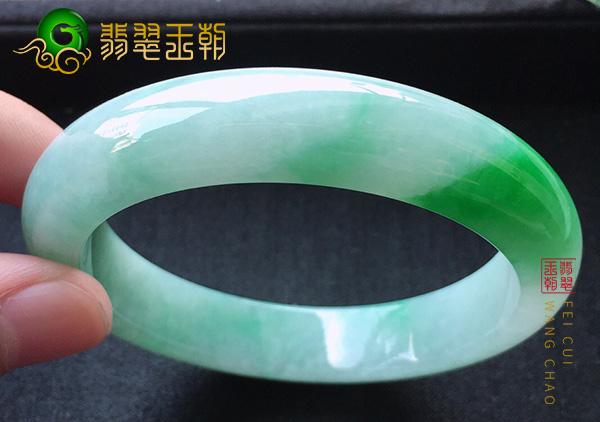 缅甸翡翠源头直播:莫西沙细糯种小圈口阳绿透明手镯
