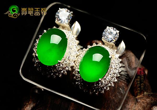 缅甸原石毛料:阳绿色冰种翡翠耳钉耳饰细腻通透色正色浓