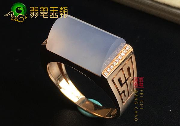 原石皮壳特征:会卡冰种料马鞍翡翠戒指细腻时尚特征表现