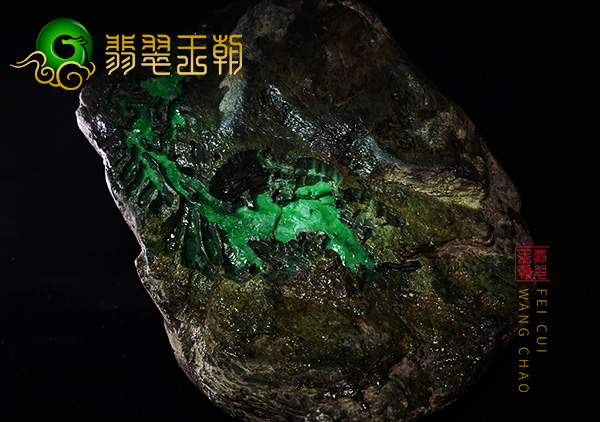 皮壳表现:南齐场口水石阳绿色料皮壳显多条色带鲜艳表现