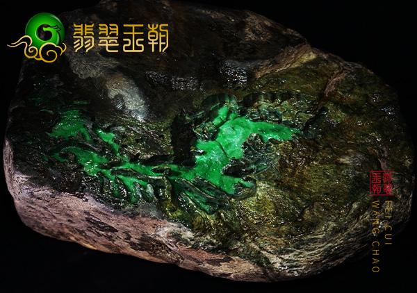 皮壳表现:莫湾基场口阳绿色料皮壳肉质出油色彩浓郁表现
