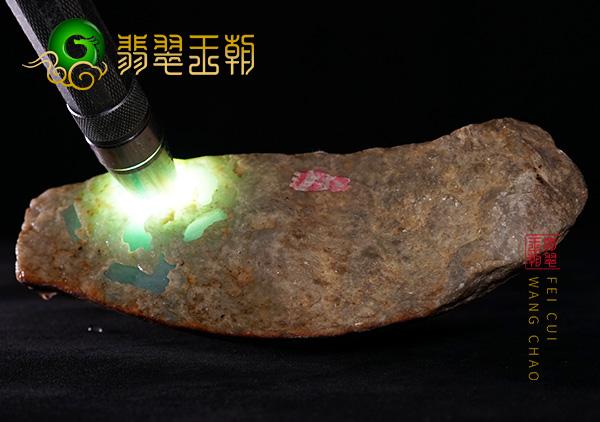 原石直播:大马坎场口晴底水石皮壳打灯底色飘花肉质细腻