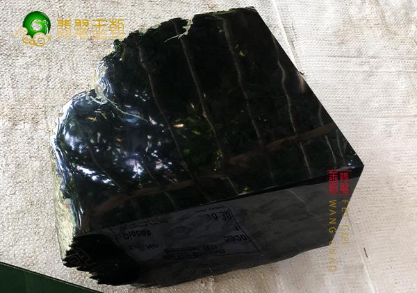 原石鉴赏:木那场口原石墨翠明料皮壳打灯满肉细腻黑度浓