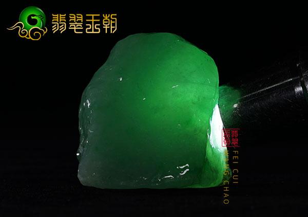 缅甸翡翠赌石:会卡场口冰种原石色料开涨起货料种色兼备