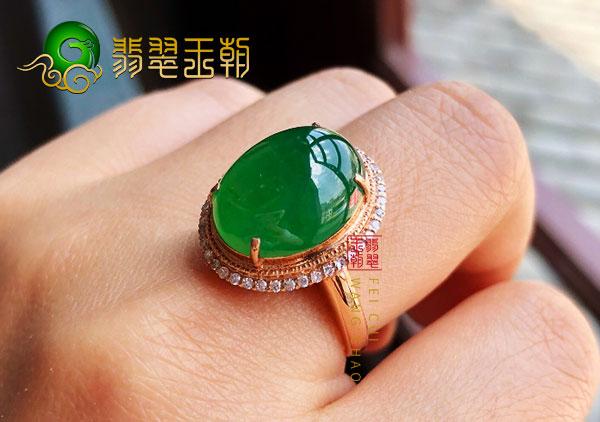 木那场口翡翠毛料|高冰阳绿原石戒指适合年龄多少钱