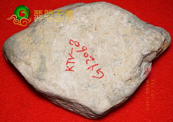 缅甸木那场口原石白岩砂皮壳翡翠料子表面全身色蟒表现