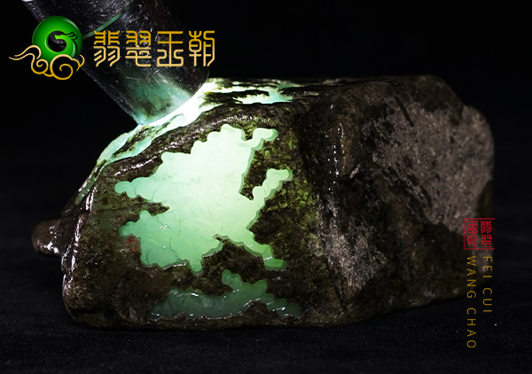 南齐翡翠原石:糯冰种晴底色种水料出什么多水翻沙裂多吗