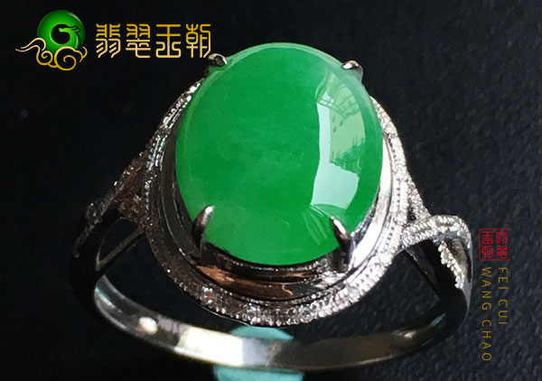 南齐翡翠原石:冰种晴绿色翡翠戒面戒指圆润饱满细腻清秀