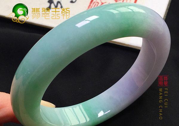 南齐翡翠原石:细糯种水阳绿翡翠圆条玉手镯细腻圆润通透