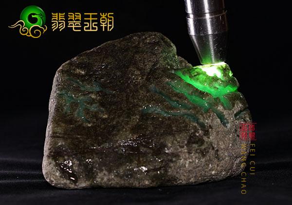 莫西沙翡翠原石:糯冰种晴底色翡翠玉手镯挂件种水料表现