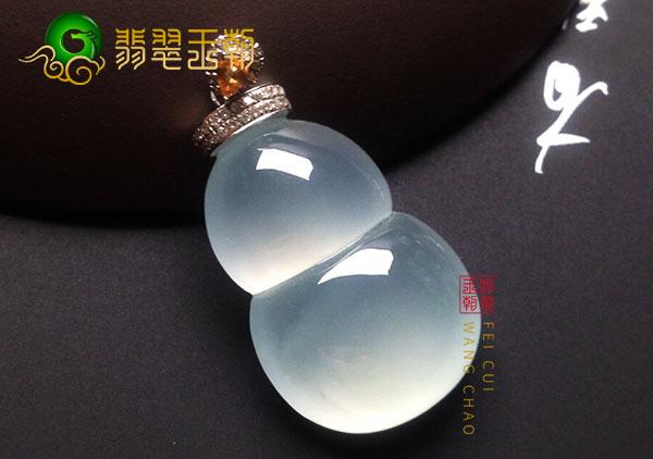 翡翠原石毛料:莫湾基白冰翡翠葫芦吊坠冰种圆润细腻干净
