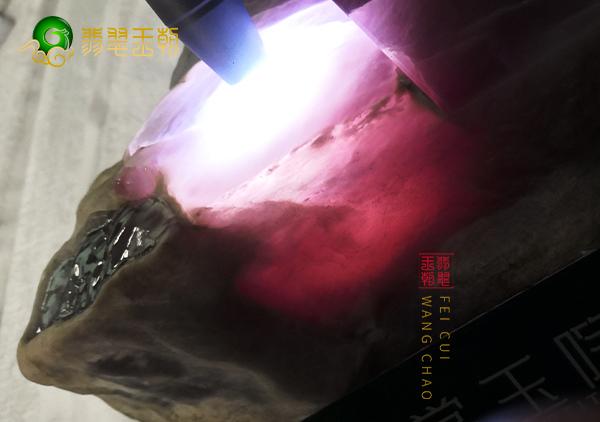 原石场口:缅甸南齐场口糯冰紫飘花种水料皮壳特征点表现