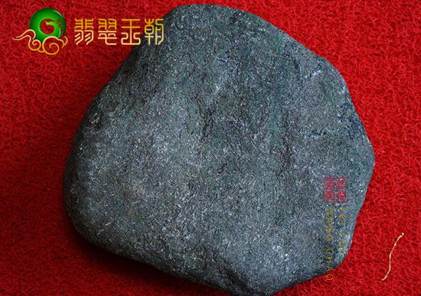 原石场口:缅甸莫西沙原石场口晴底带色种水料子冰味十足