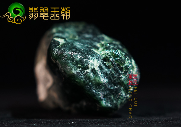 原石料子:莫西沙原石糯化飘绿花小色料皮壳打灯起癣紧致