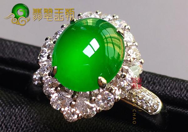 缅甸翡翠原石毛料:南齐料冰种果阳绿色翡翠戒指通透大气