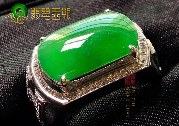 缅甸翡翠原石毛料:南齐料冰种晴底男士阳绿翡翠戒指镶嵌