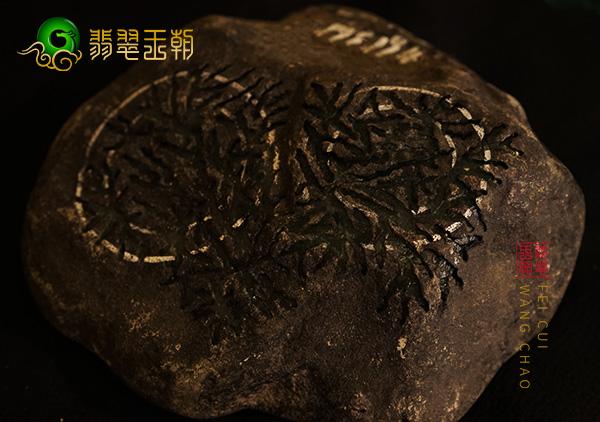皮壳表现:莫西沙原石灰皮晴底色料皮壳打灯有色胶感表现