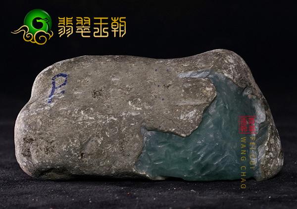 皮壳表现:莫西沙晴底色料有手镯位皮壳紧光滑起油性表现
