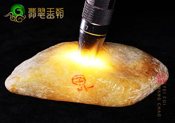 原石料子:木那场口杨梅皮种水原石料子打灯全身通透种老