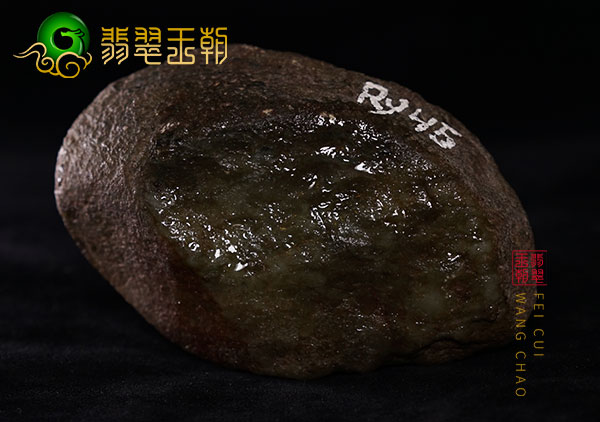 翡翠原石鉴赏:缅甸莫西沙原石种水料皮壳打灯全身有种水