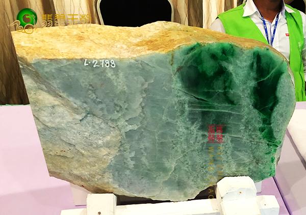原石料子:缅甸南齐原石摆件大料皮壳压灯讲解分析其特征