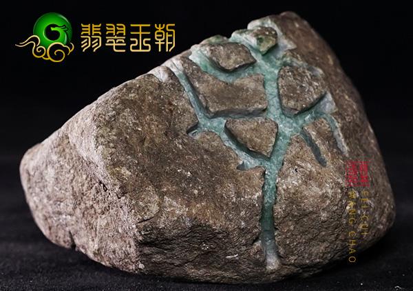 翡翠原石鉴赏:会卡场口原石种水料子皮壳压灯全透有色花