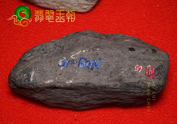 莫莫亮场口翡翠原石料子打灯小裂搏变种特征