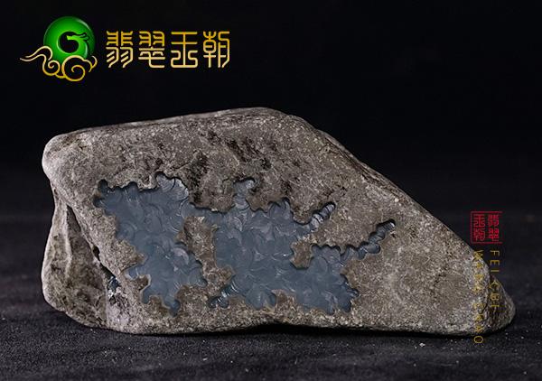 莫莫亮场口翡翠原石黑色种水色料灰青底特征