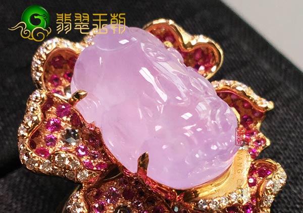 缅甸格应角翡翠原石场口紫罗兰色翡翠貔貅戒指特征