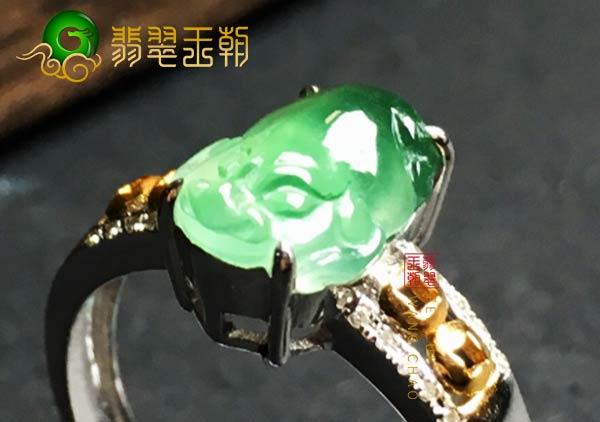 缅甸格应角翡翠原石场口高冰翡翠貔貅戒指特征表现