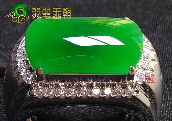 缅甸格应角翡翠原石场口糯冰种翡翠戒指打灯阳绿色