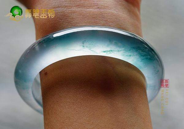 缅甸原石毛料:南齐冰种飘蓝花翡翠手镯通透细腻纯净圆润