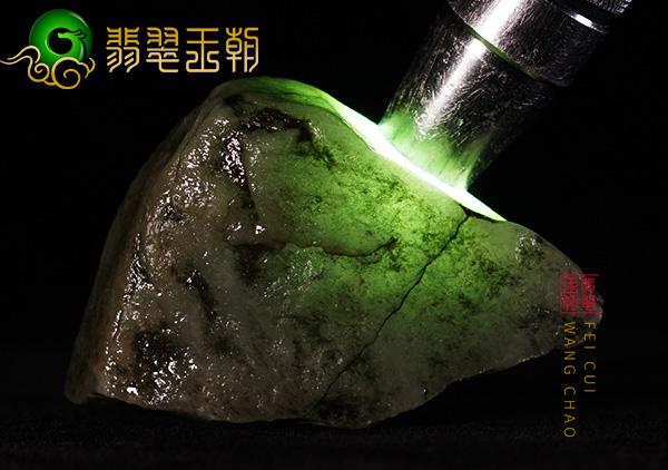 翡翠赌石:缅甸会卡场口色料皮壳色带压灯起油有色搏挂件
