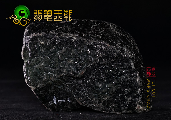 皮壳表现:缅甸莫湾基场口开窗黑皮色料皮壳打灯色浓表现