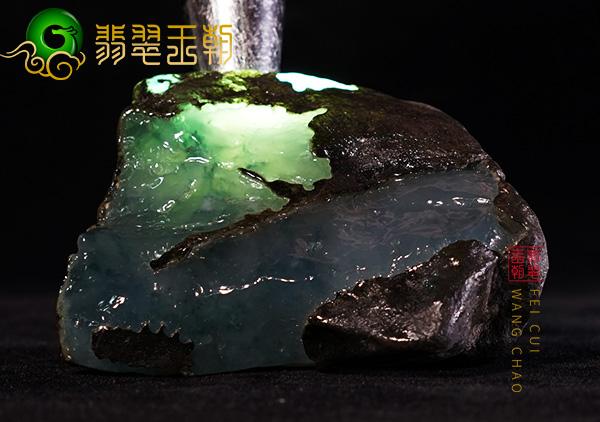 翡翠原石直播讲解木那场口380g种水料皮壳打灯高冰种有色