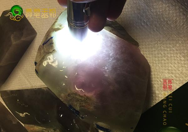翡翠原石鉴赏:大马坎场口糯冰小料黄加绿通透细腻带底色