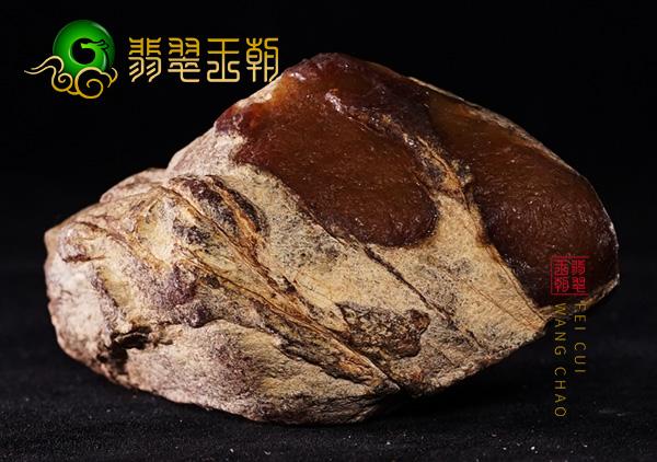 翡翠原石场口:缅甸大马坎翡翠原石场口手把件料皮壳红黄雾层明显