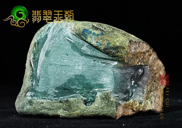 翡翠原石场口:缅甸莫西沙翡翠原石场口明料肉质均匀多出色花明显