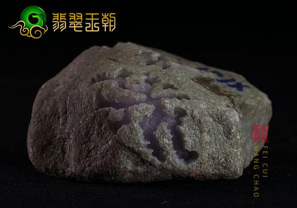 翡翠原石料子:缅甸木那精品原石大牌料皮壳紧致打灯肉细发黑表现
