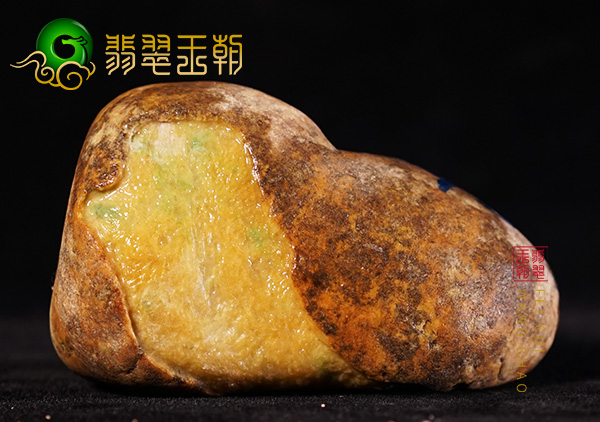 原石皮壳表现:缅甸大马坎场口原石精品黄翡料子皮壳表面浓郁表现