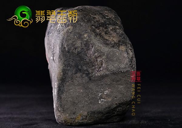 翡翠原石料子:缅甸莫西沙场口原石料子化底表现皮壳翻砂压灯通透