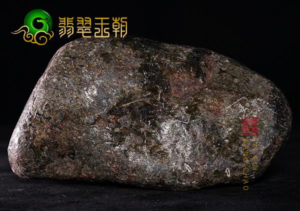 翡翠原石料子:缅甸会卡场口原石料老蜡皮壳重量压手种水表现明显