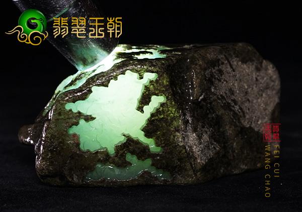 原石皮壳表现:缅甸莫西沙口翡翠原石种水料皮壳打灯全身通透表现