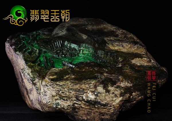 翡翠原石鉴赏:缅甸木那场口白砂皮翡翠原石鉴赏料皮壳全身有色蟒